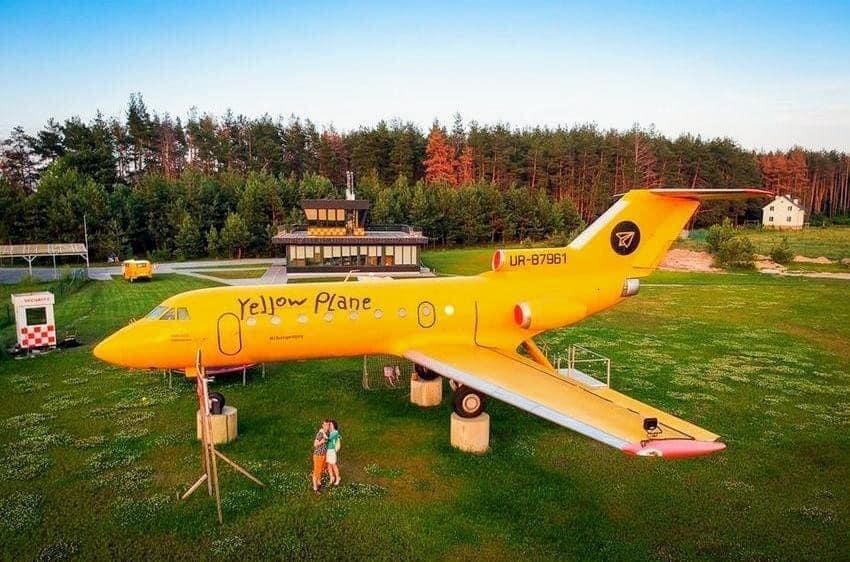 """Ресторан """"Yellow plane"""" у селі Юрів"""