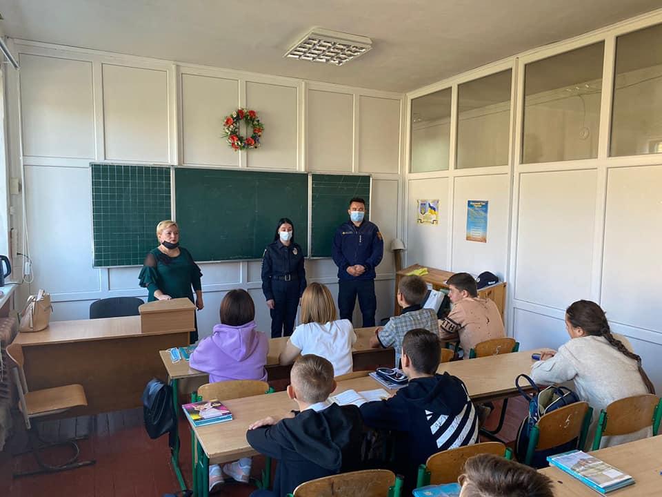 Поліця завітала до дітлахів у Макарові