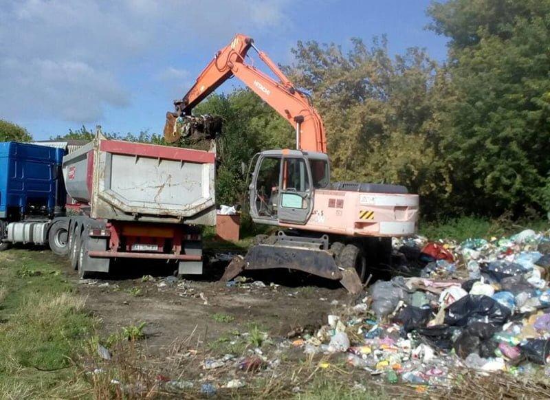 У Копилові ліквідували стихійне сміттєзвалище