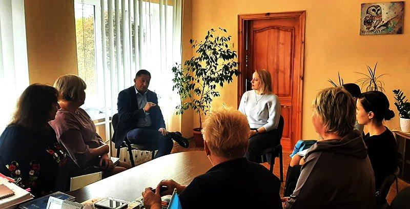 Посадовці Макарівської селищної ради зустрілись з представниками компаній Nestlé та Veolia