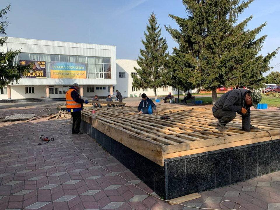 У Макарові консервують фонтани на зиму