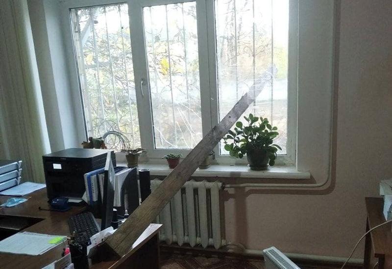 В Копилові Макарівської громади знову побили вікна